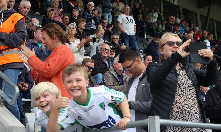 Publikum på AKA Arena Hønefoss